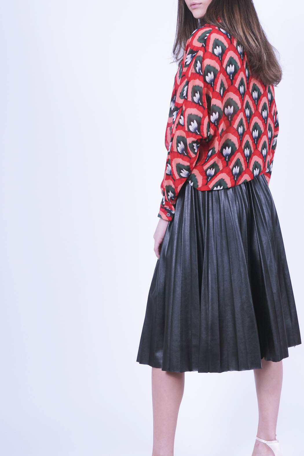 blada01 red back pleated skirt